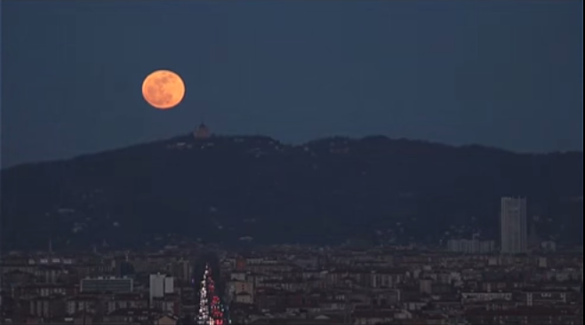 Wonderful –  La Luna piena su Torino